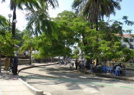 hue-vietnam-road